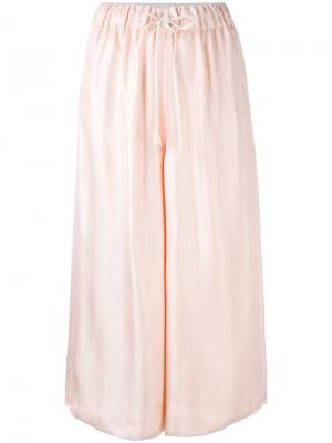 Широкие укороченные брюки на завязках Forte. Цвет: розовый и фиолетовый