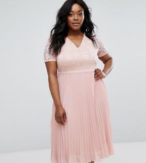 Truly You Приталенное платье с кружевным топом и плиссированной юбкой. Цвет: розовый