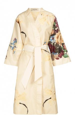 Платье-кимоно с цветочным принтом Valentino. Цвет: кремовый