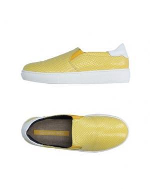 Низкие кеды и кроссовки GIANMARCO LORENZI. Цвет: желтый