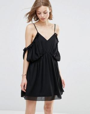 Parisian Платье с открытыми плечами. Цвет: черный