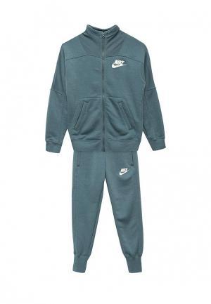 Костюм спортивный Nike. Цвет: зеленый