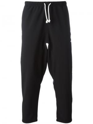 Спортивные брюки с лампасами Adidas Originals. Цвет: чёрный