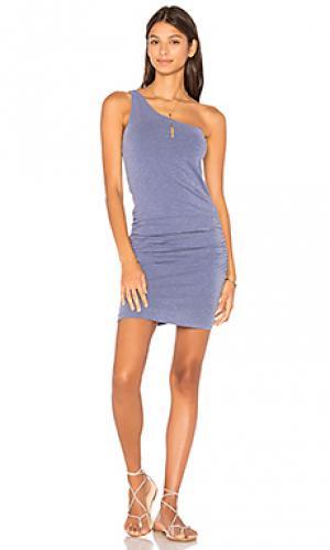 Платье с одним плечом SUNDRY. Цвет: синий