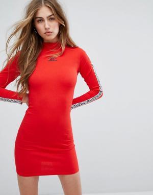 Umbro Облегающее платье с высоким воротом и лентой логотипом на рукавах Um. Цвет: красный
