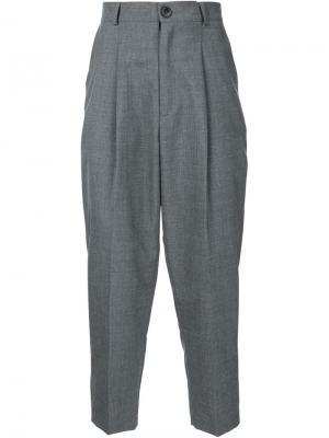 Укороченные брюки Icosae. Цвет: серый