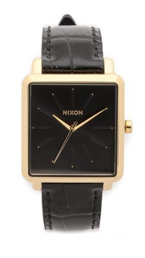 Квадратные часы K Nixon
