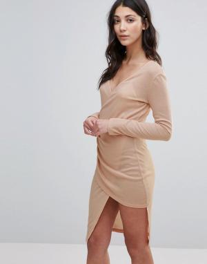Unique 21 Платье миди в рубчик с глубоким вырезом и запахом. Цвет: розовый