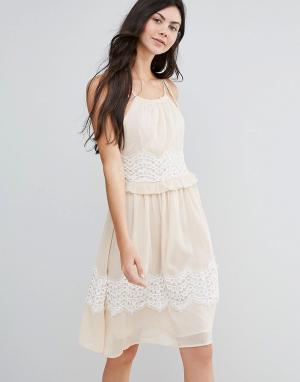 Endless Rose Платье миди с контрастной кружевной отделкой. Цвет: розовый