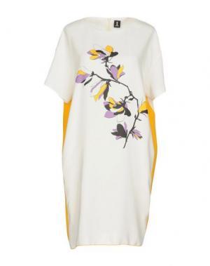 Короткое платье ONE. Цвет: белый