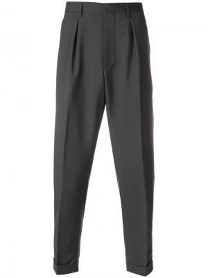 Классические укороченные брюки Prada. Цвет: серый