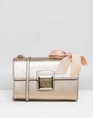 ALDO Золотистая сумка через плечо с ремешком-цепочкой и бантом. Цвет: золотой