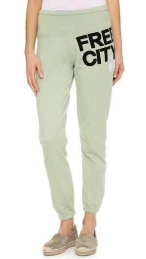 Очень легкие спортивные брюки FREECITY. Цвет: красный