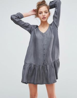 ASOS Черное выбеленное джинсовое платье с заниженной талией. Цвет: черный
