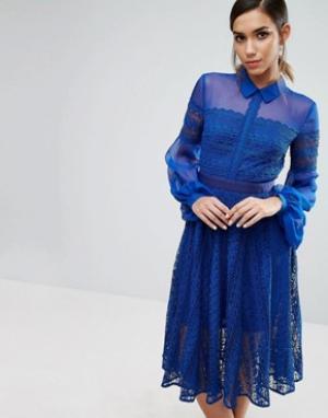 Three Floor Кружевное платье миди с прозрачными рукавами. Цвет: синий