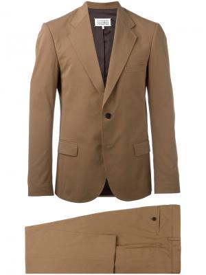 Классический костюм-двойка Maison Margiela. Цвет: коричневый