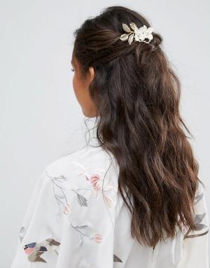 ASOS Металлический гребень для волос с цветочной отделкой. Цвет: кремовый