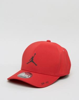 Jordan Классическая красная кепка Nike 801767-687. Цвет: красный