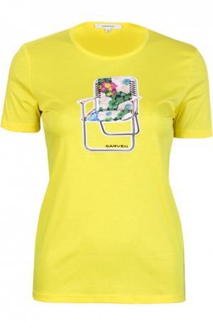 Приталенная хлопковая футболка с принтом и круглым вырезом Carven. Цвет: желтый