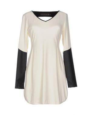 Короткое платье GOOD ON HEELS. Цвет: слоновая кость