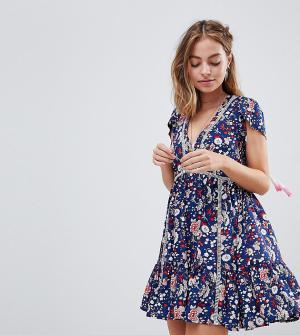 Sisters of the Tribe Свободное платье с цветочным принтом и вставками. Цвет: синий