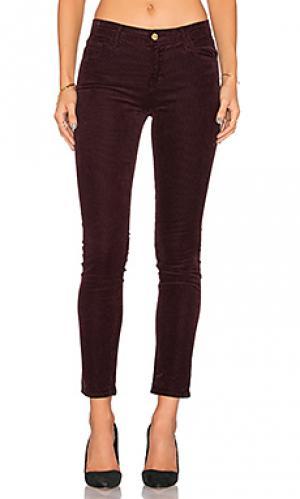 Скинни джинсы со средней посадкой J Brand. Цвет: красное вино