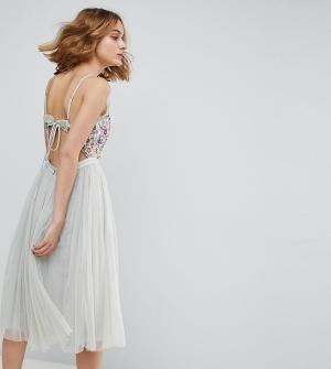 Needle & Thread Платье миди на бретелях с открытой спиной. Цвет: синий