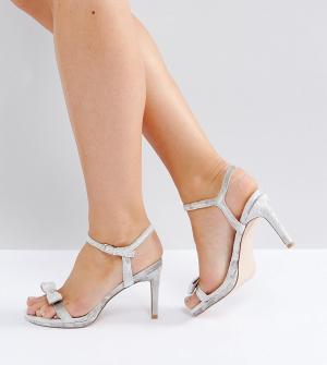 Faith Wide Fit Бархатные босоножки на каблуке для широкой стопы Dodo. Цвет: серый