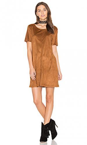 Замшевое цельнокроеное платье ivy Bishop + Young. Цвет: коньяк