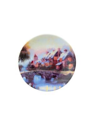 Тарелка декоративная Домик у озера Elan Gallery. Цвет: белый, зеленый, коричневый, красный