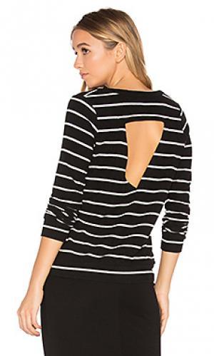 Пуловер с треугольным вырезом на спине Chaser. Цвет: черный