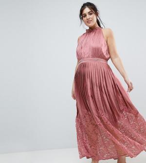 Little Mistress Plus Платье макси с кружевной плиссированной юбкой и высоким воротом. Цвет: розовый