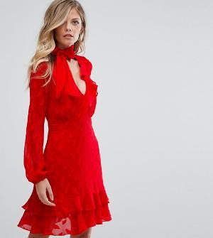 Dark Pink Короткое приталенное платье с оборками и завязкой на бант. Цвет: красный