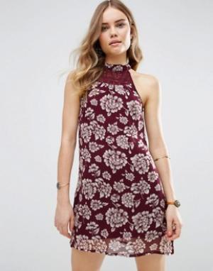 Band of Gypsies Цельнокройное платье с цветочным принтом. Цвет: красный