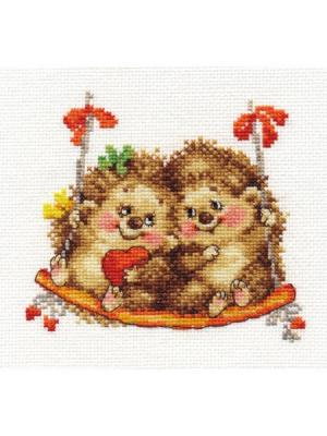 Набор для вышивания На качелях  14х13 см Алиса. Цвет: коричневый, красный