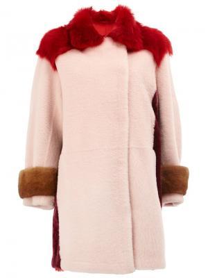 Пальто с отделкой из овчины Maison Ullens. Цвет: розовый и фиолетовый