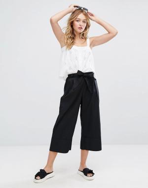 Monki Широкие брюки с поясом. Цвет: черный