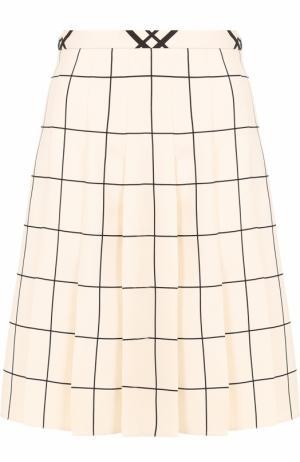 Мини-юбка в складку с принтом Valentino. Цвет: белый