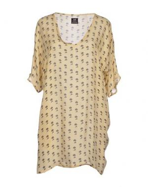 Короткое платье E.VIL. Цвет: бежевый