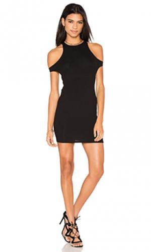 Платье в рубчик с вырезом Lisakai. Цвет: черный