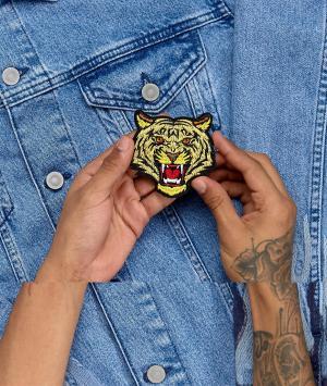 ASOS Термонашивка с тигром. Цвет: желтый