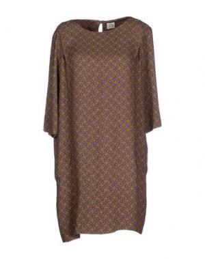 Короткое платье SIYU. Цвет: хаки