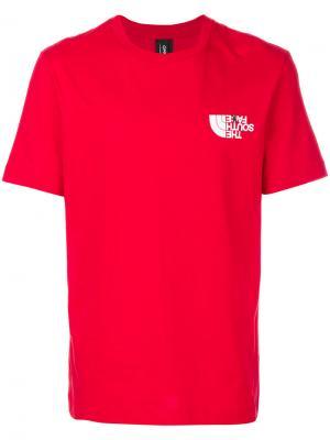Футболка с логотипом в ироничном стиле Omc. Цвет: красный