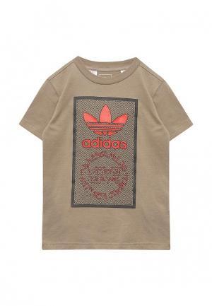Футболка adidas Originals. Цвет: коричневый