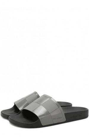 Однотонные шлепанцы Adidas by Raf Simons. Цвет: серый