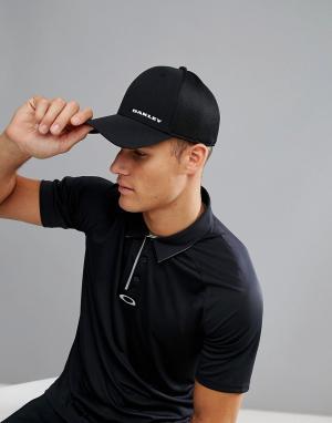 Oakley Черная кепка. Цвет: черный