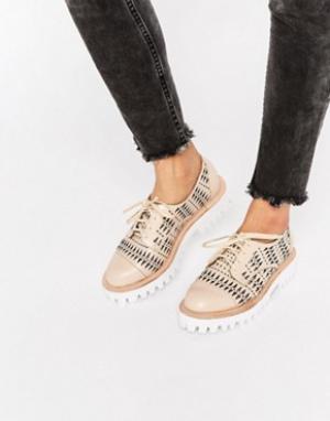 Jeffrey Campbell Массивные туфли с вырезами на плоской подошве Pistol. Цвет: розовый