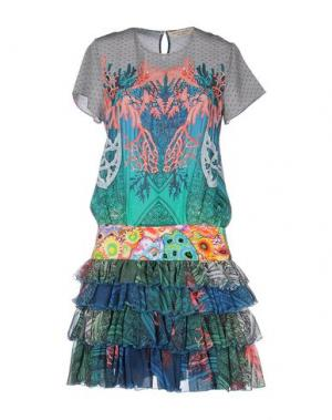Короткое платье PICCIONE•PICCIONE. Цвет: зеленый