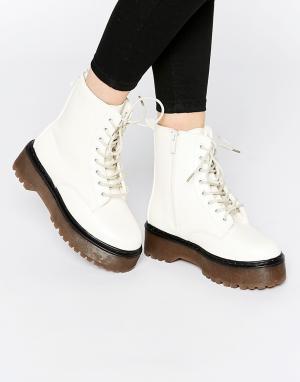 Dolcis Ботинки на шнуровке и массивной платформе. Цвет: белый