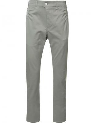 Классические брюки чинос Julien David. Цвет: серый